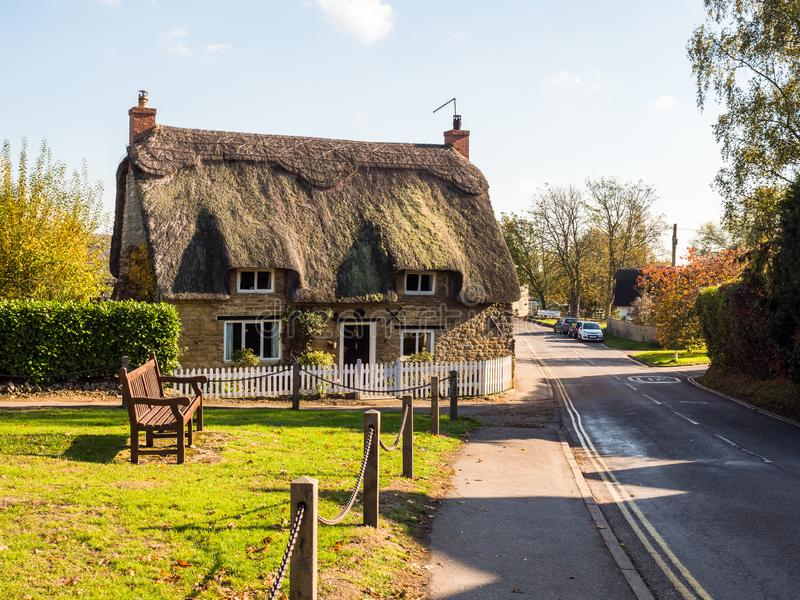 Stook Bruerne het UK 31 Oktober 2018 op: het traditionele Engelse plattelandshuisjehuis stookt bruerne binnen dorp in northampton royalty-vrije stock afbeelding