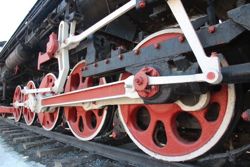 Stoom voortbewegingsmonument FD21-3031 bij het huis van cultuur van spoorwegarbeiders in Tyumen, Rusland royalty-vrije stock afbeelding