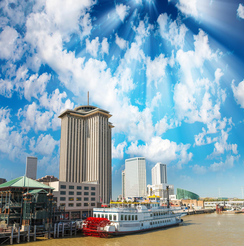 Stoomboot in New Orleans, Lousiana wordt gedokt die stock afbeelding