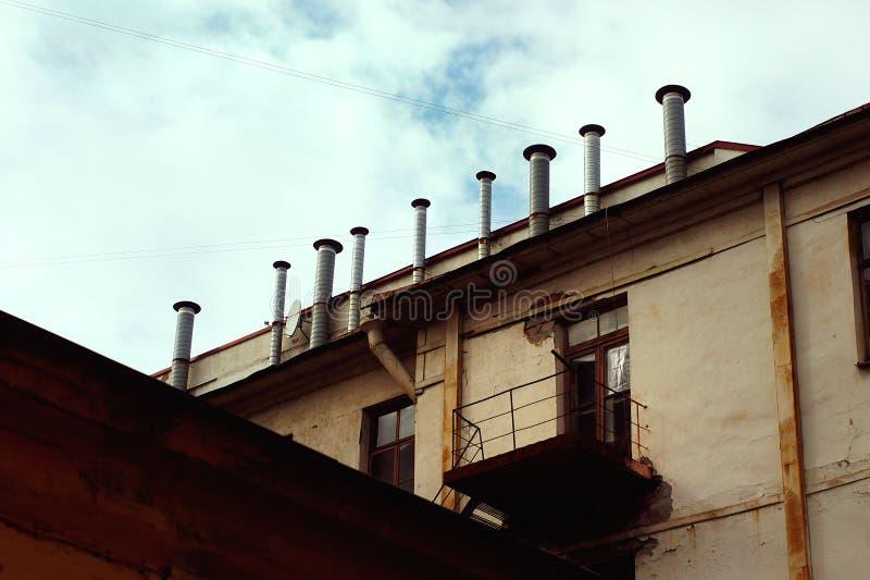 Stoommachines op het dak stock fotografie