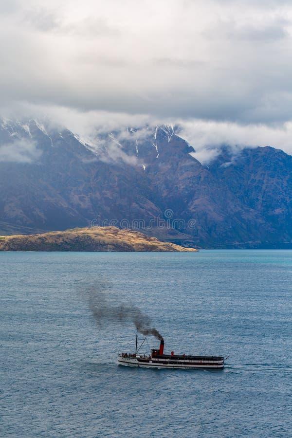 Stoomschip die op Meer Wakatipu varen royalty-vrije stock fotografie