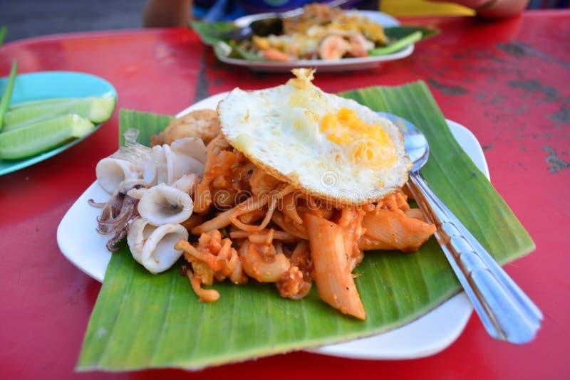 Stootkussen Thai bij de Venters van het straatvoedsel in Provinciesongkhla bij hatyai, Thailand stock afbeelding