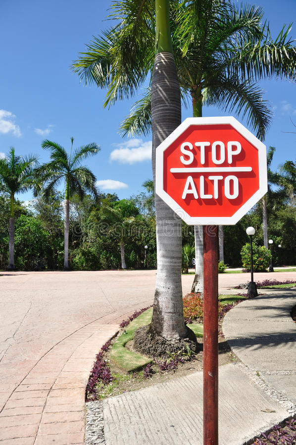 how to say stop in spanish