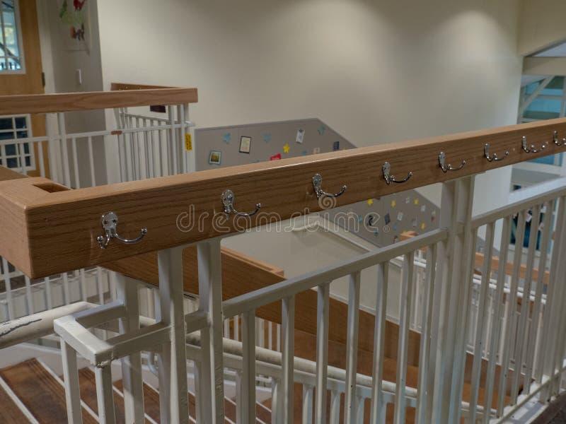 Stopień szkoły korytarza żakieta stojaki zdjęcie royalty free