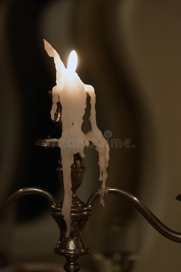 Stopiona świeczka zostać postacią mężczyzna fotografia royalty free