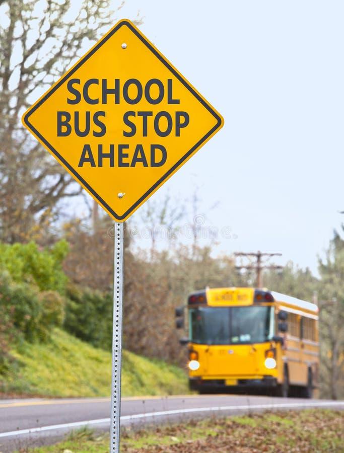 stopp för bussskolatecken royaltyfri fotografi