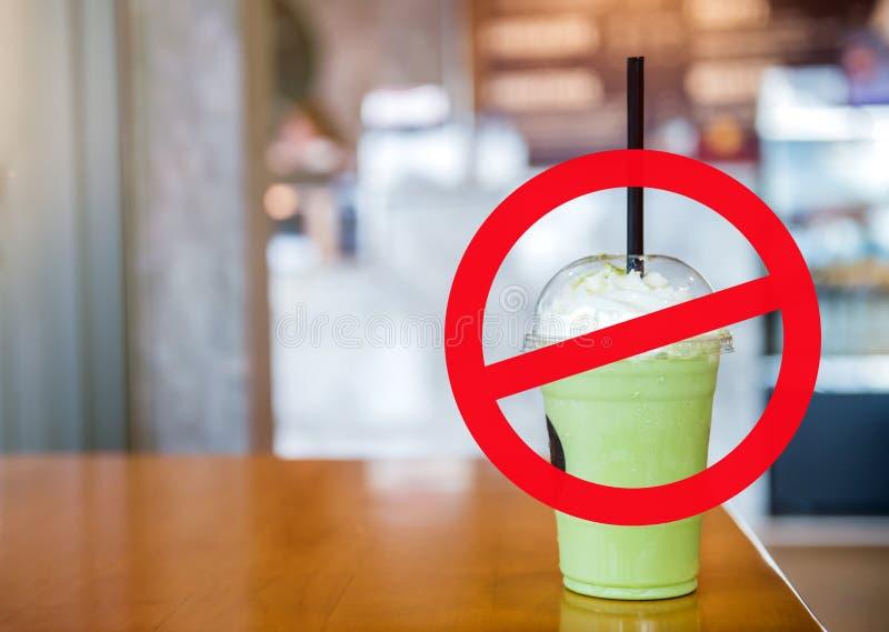 Stoppa sugrör och koppen för bruk plast- royaltyfri fotografi