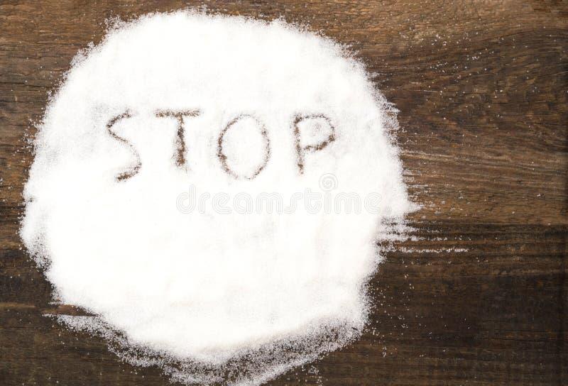 Stoppa tecknet som göras av grynigt socker arkivbild