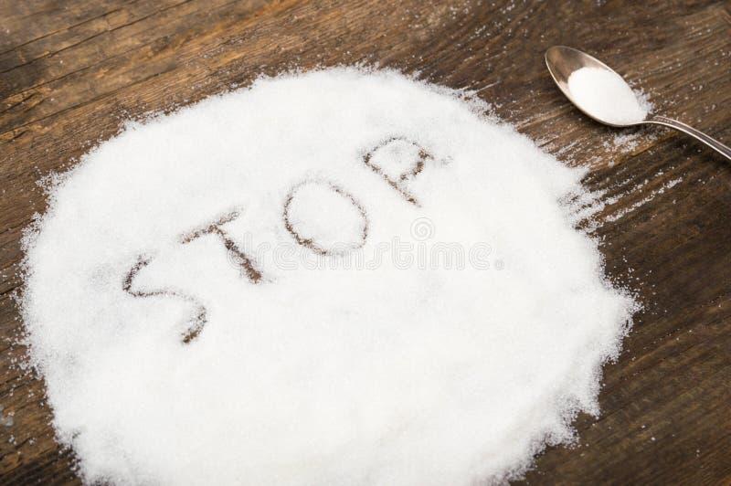 Stoppa tecknet som göras av grynigt socker royaltyfri fotografi