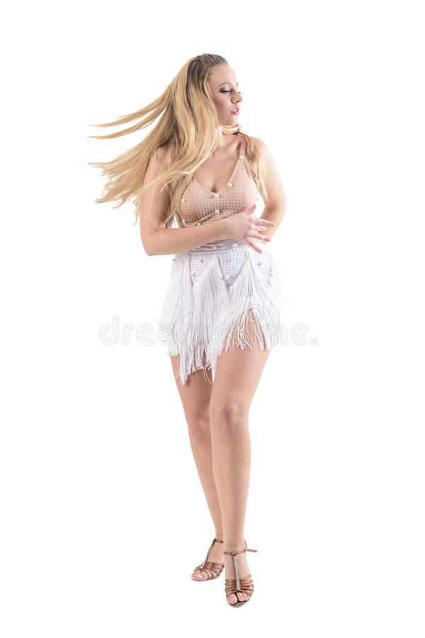 Stoppad rörelse av danskvinnan med det flödande klänning- och hårdugget som ner rotera och ser arkivfoto