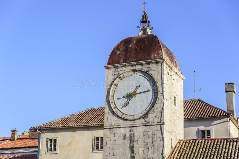 Stoppen Sie auf dem Turm des Hauptplatzes von Trogir ab stockbild
