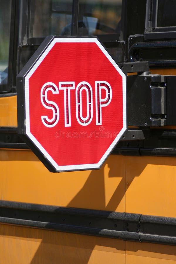 Stoppen Sie für Schoolbus - Vertikale lizenzfreie stockbilder