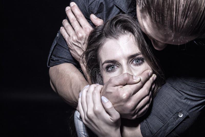 Stoppen Sie Gewalttätigkeit mit Frauen stockfoto
