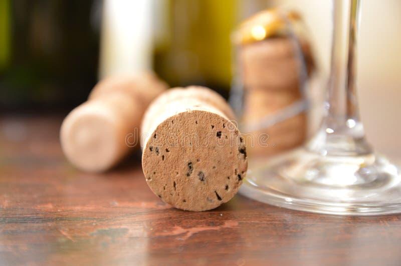 Download Stoppers Butelki Szampańskie Obraz Stock - Obraz złożonej z szampan, butelki: 106917435