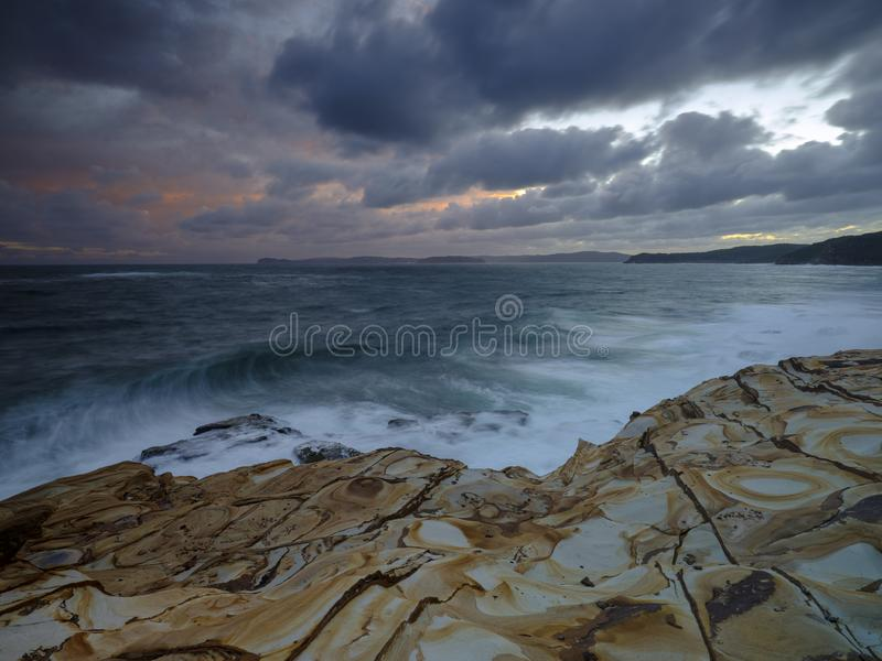 Stopverfstrand bij zonsondergang, het Nationale Park van Bouddi, Centrale Kust, NSW, Australi? royalty-vrije stock foto