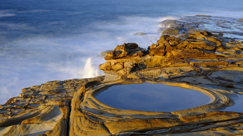 Stopverfstrand bij zonsopgang, het Nationale Park van Bouddi, NSW, Australi? royalty-vrije stock afbeelding