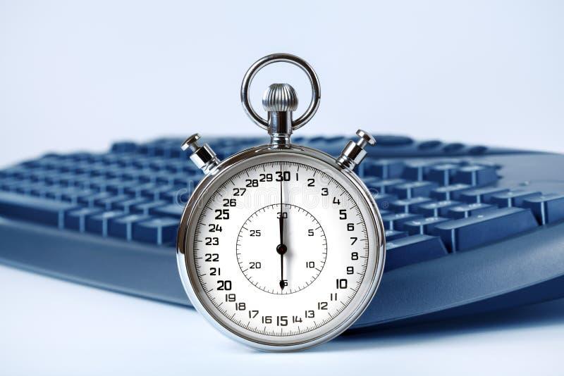Stopwatch i komputerowa klawiatura obraz royalty free