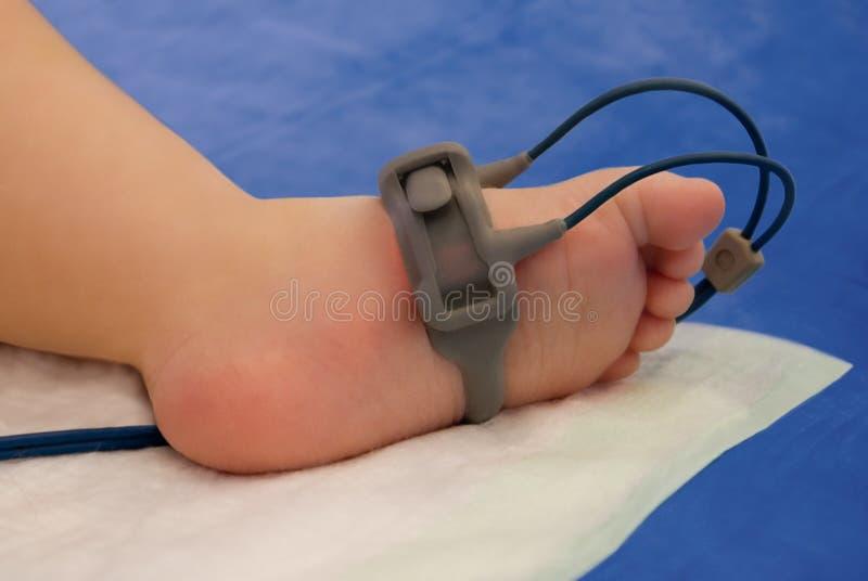 stopy oxymeter dziecko zdjęcie stock