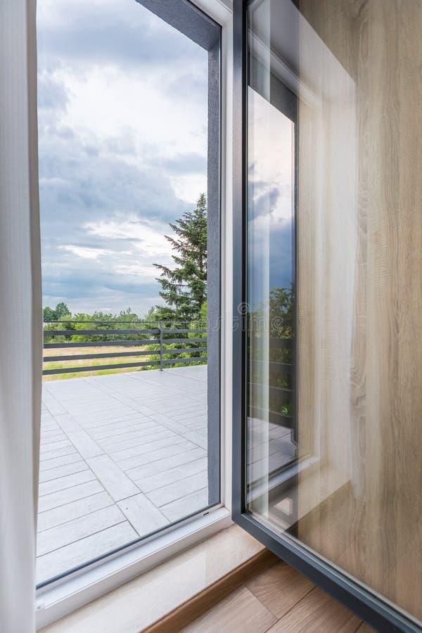 Stor balkong med härlig sikt royaltyfri bild