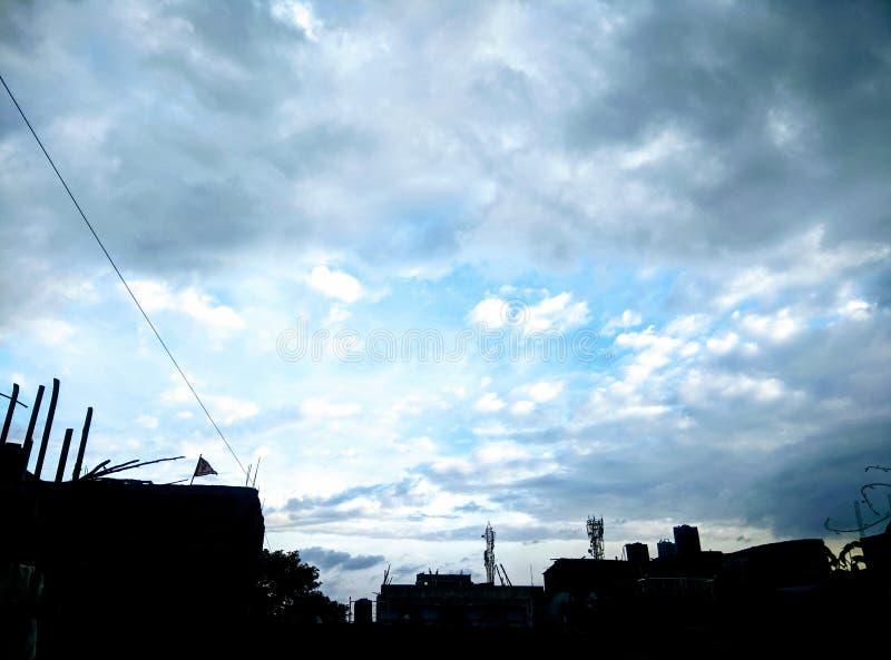 Stor blå himmel med moln royaltyfria foton