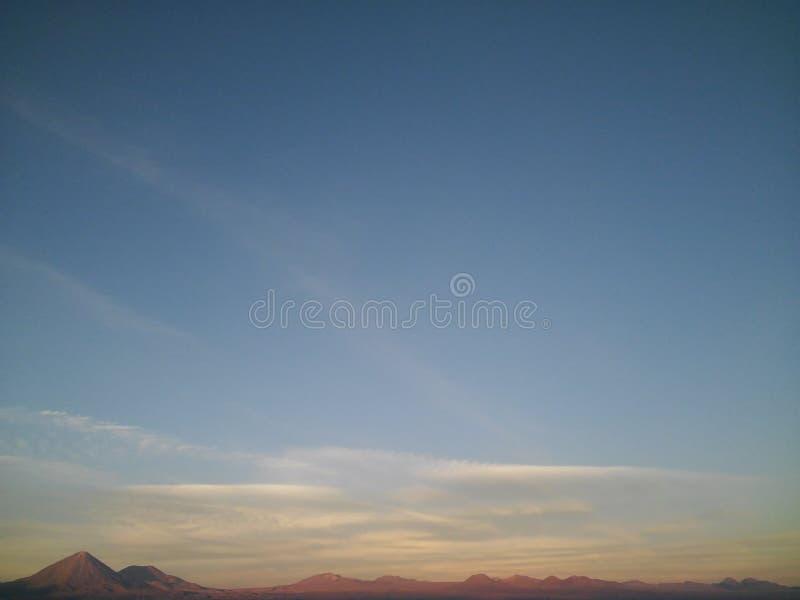stor blå sky arkivfoto