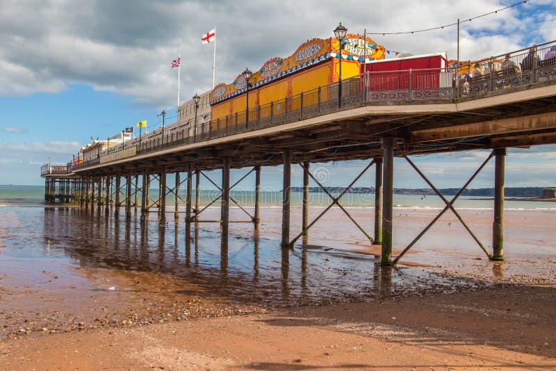 Stor brittisk destination för ferie för sjösidapirstrand royaltyfria bilder