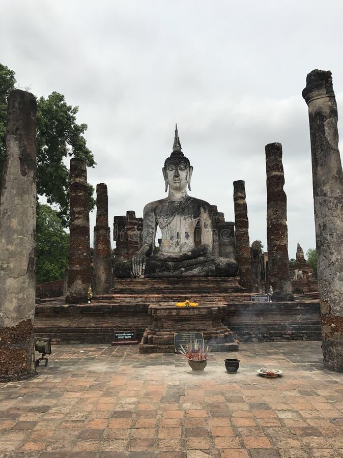 Stor Buddha i Sukhothai Thailand arkivfoto
