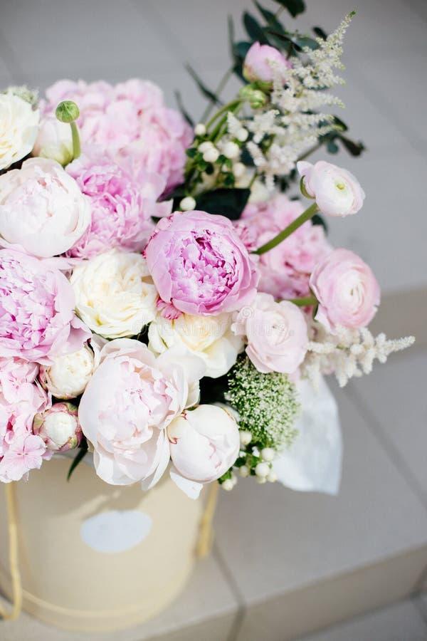 Stor bukett av blommor royaltyfri foto