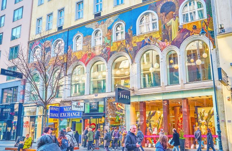 Stor byggnad med den stora mosaikpannoen, Wien, Österrike royaltyfria foton