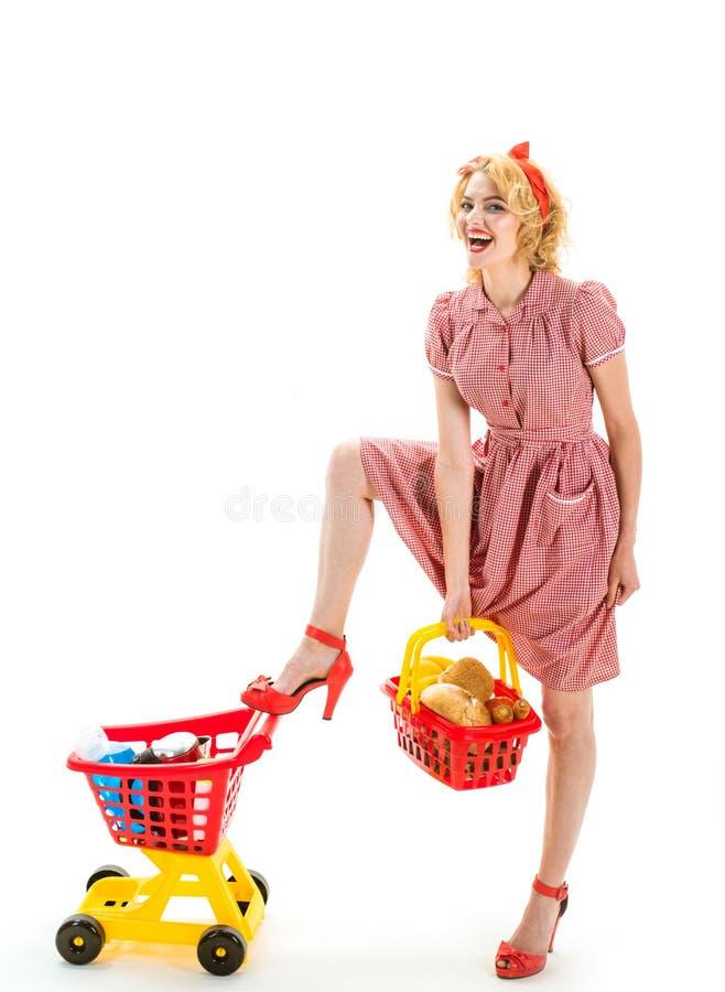 Stor dag för att shoppa Precis ett ögonblick Teknologier gör att shoppa lättare den lyckliga retro kvinnan går att shoppa många p royaltyfria bilder