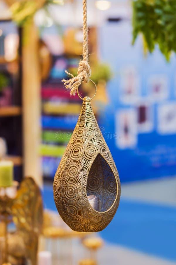 Stor dekorativ hängande ljusstake för brons för hem planlägg indier arkivfoto
