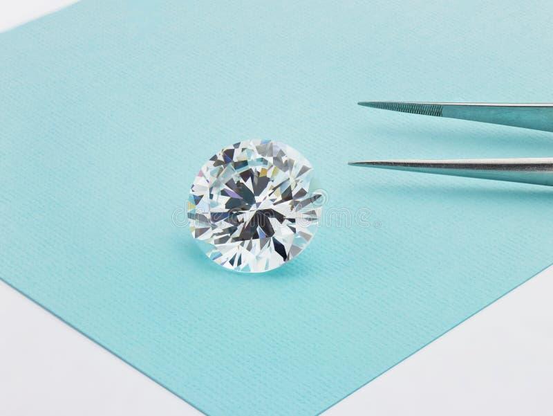 Stor diamant på Tiffany Blue Background royaltyfria foton
