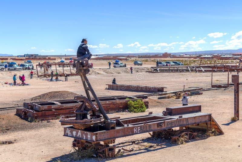 Stor drevkyrkogård eller kyrkogård för ångalokomotiv på Uyuni, Bolivia fotografering för bildbyråer