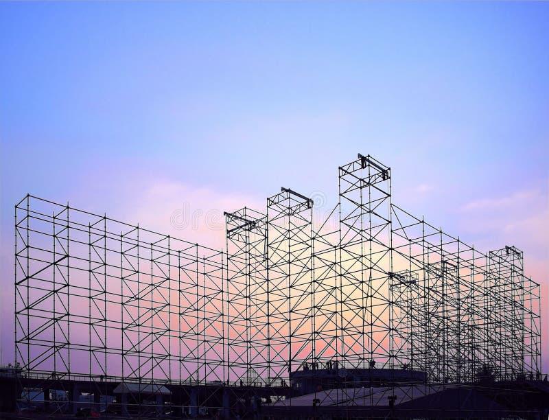 Stor etappkonstruktion för utomhus- konsert arkivfoton