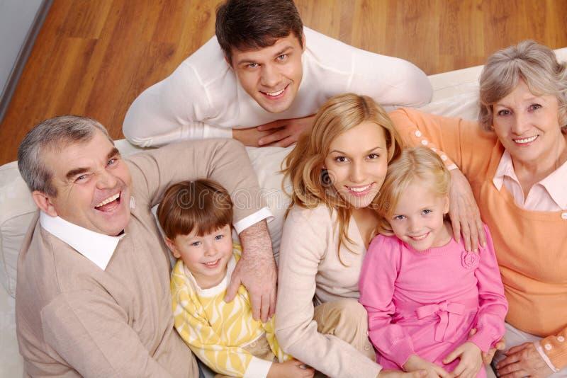 stor familj arkivbild