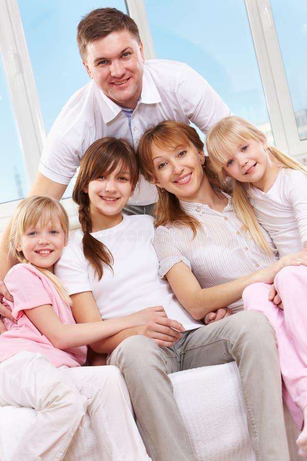 Stor familj royaltyfria bilder