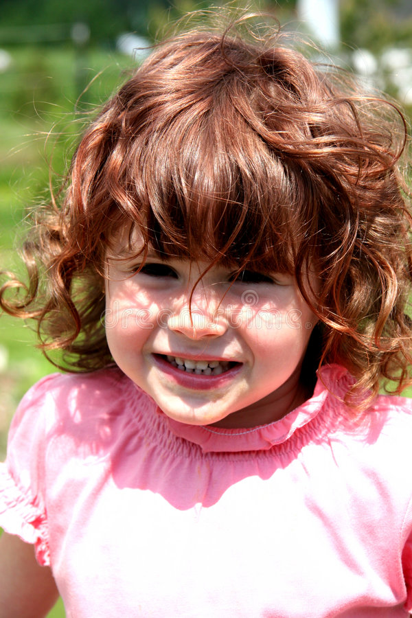 stor flicka little leende royaltyfria bilder