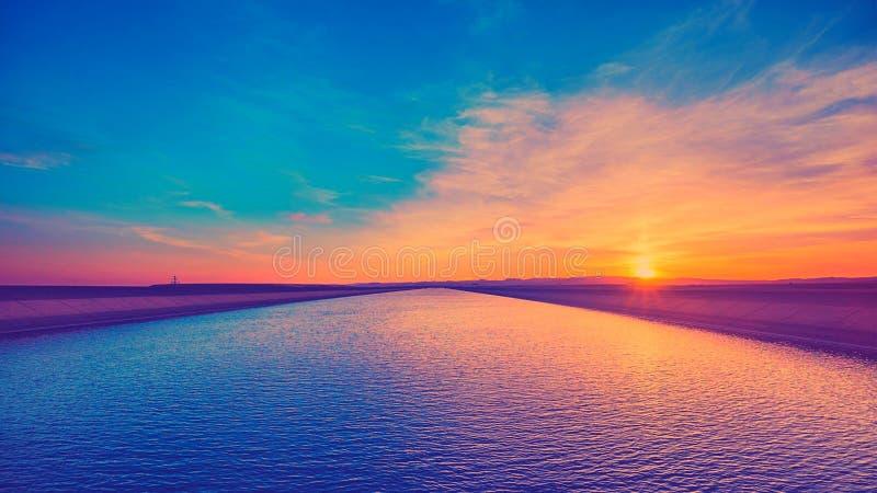 stor flod royaltyfria foton