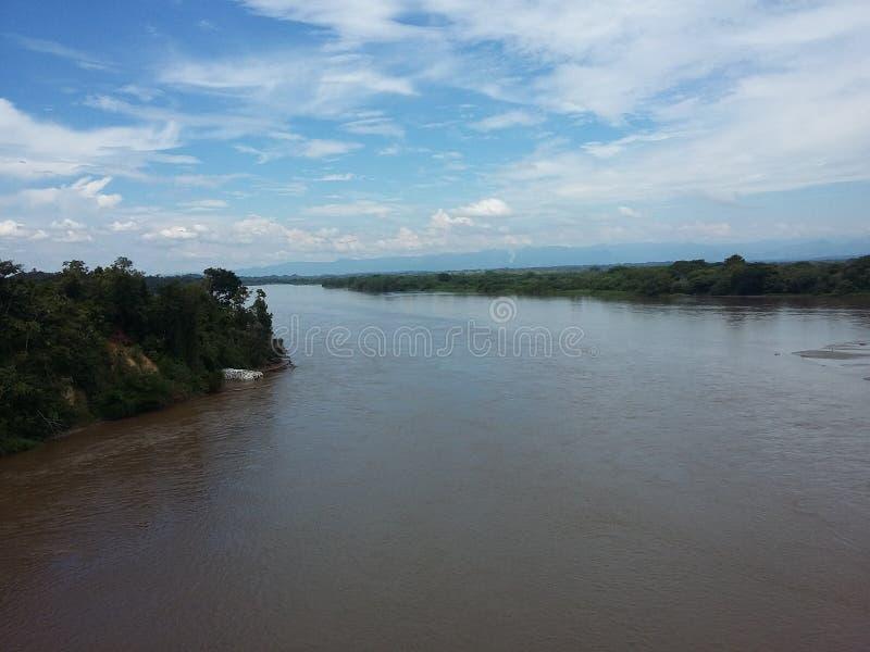 Stor flod av det colombianska landet royaltyfri foto