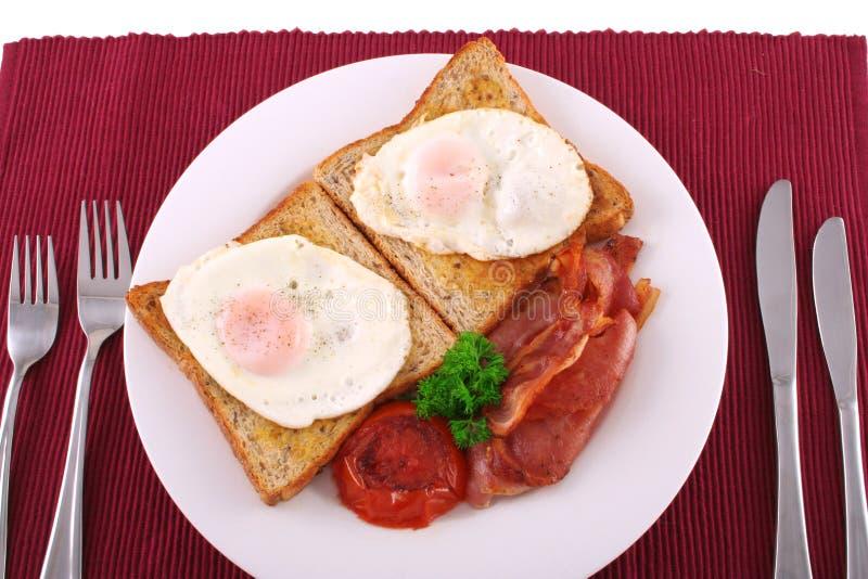 Download Stor frukost arkivfoto. Bild av bestick, burgundy, tidning - 984364