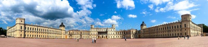 Stor Gatchina slott i St Petersburg, Ryssland royaltyfria bilder