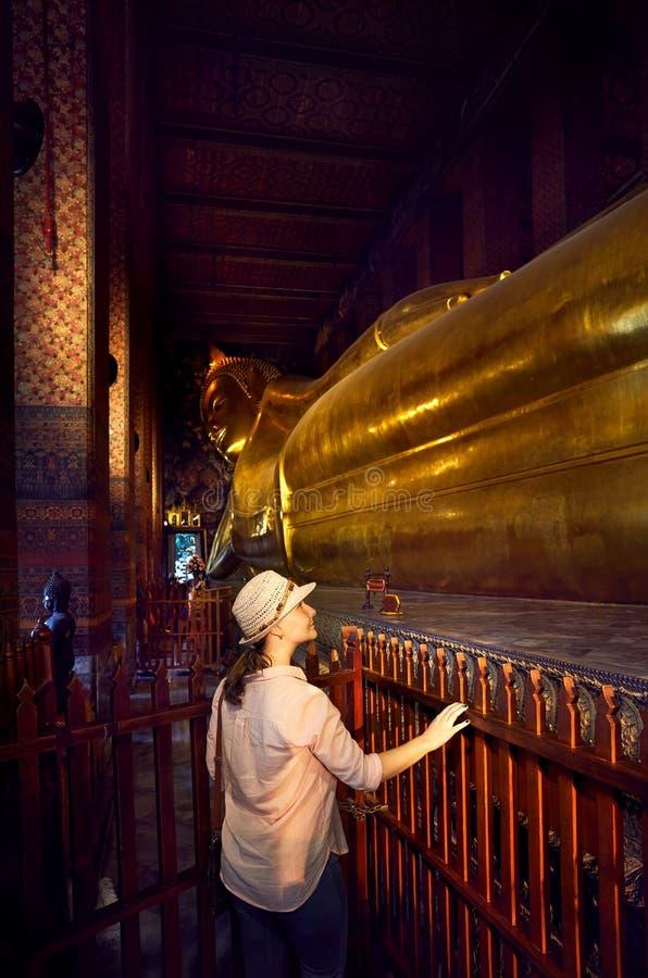 Stor guld- Buddha i Bangkok royaltyfria foton