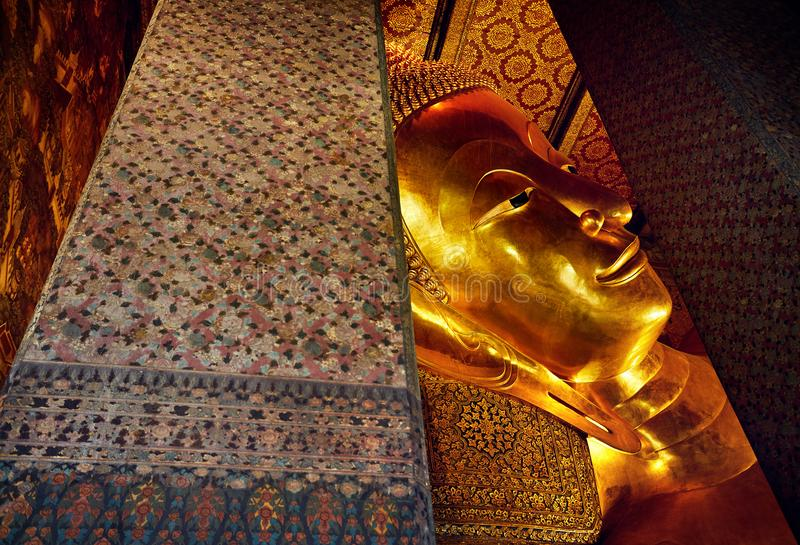 Stor guld- Buddha i Bangkok royaltyfri fotografi