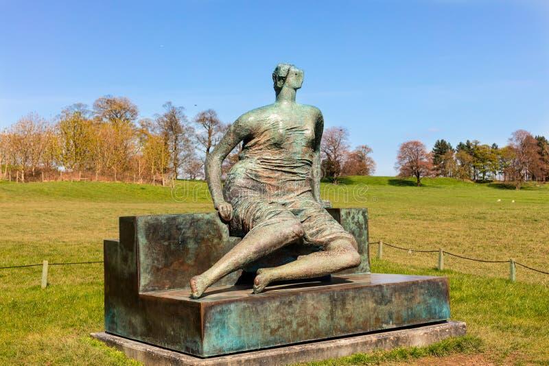 Stor Henry Moore skulptur royaltyfri bild