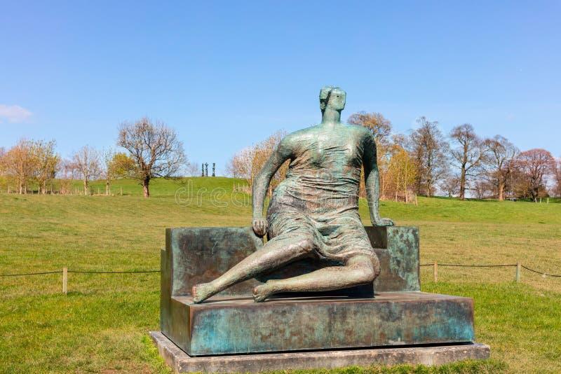 Stor Henry Moore skulptur royaltyfri fotografi