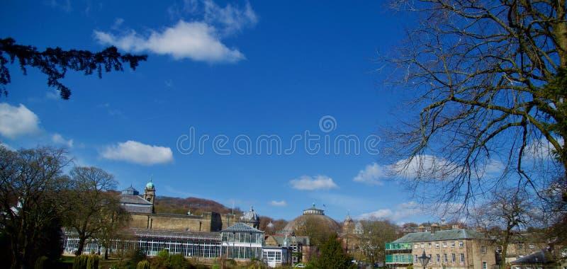 Stor himmel och Buxton arkitektur royaltyfri foto