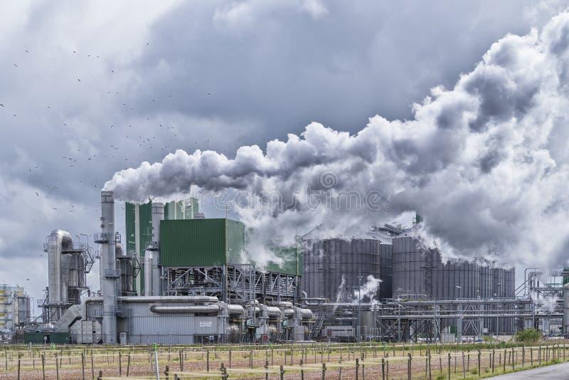 Stor industrianläggning royaltyfri bild