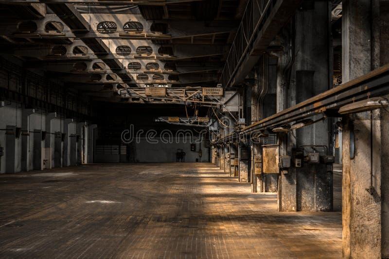 Stor industriell korridor av en reparationsstation arkivbild