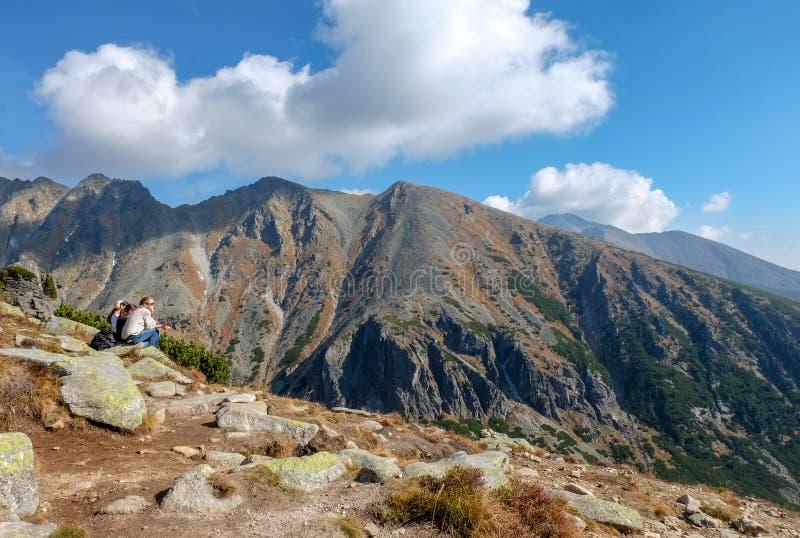 Stor kall dal i Vysoke Tatry höga Tatras, Slovakien royaltyfri fotografi
