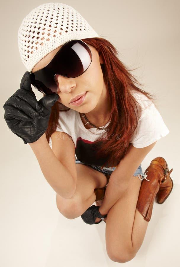 stor kall flickasolglasögon royaltyfri foto